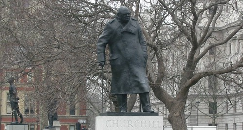 Churchill statue opposite the Houses of Parliament